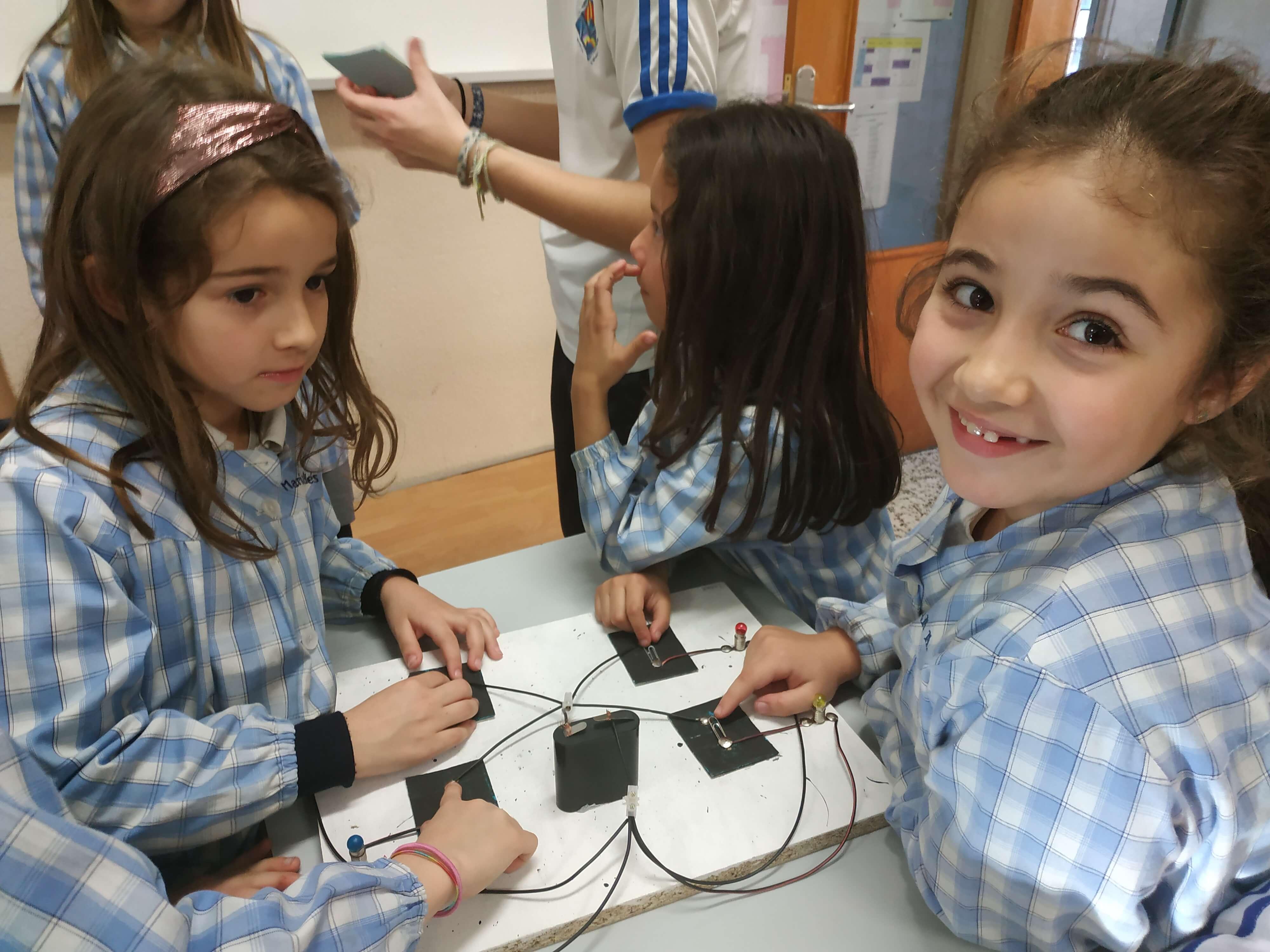 Jocs Elèctrics - 2n ESO i 2n EP - 54