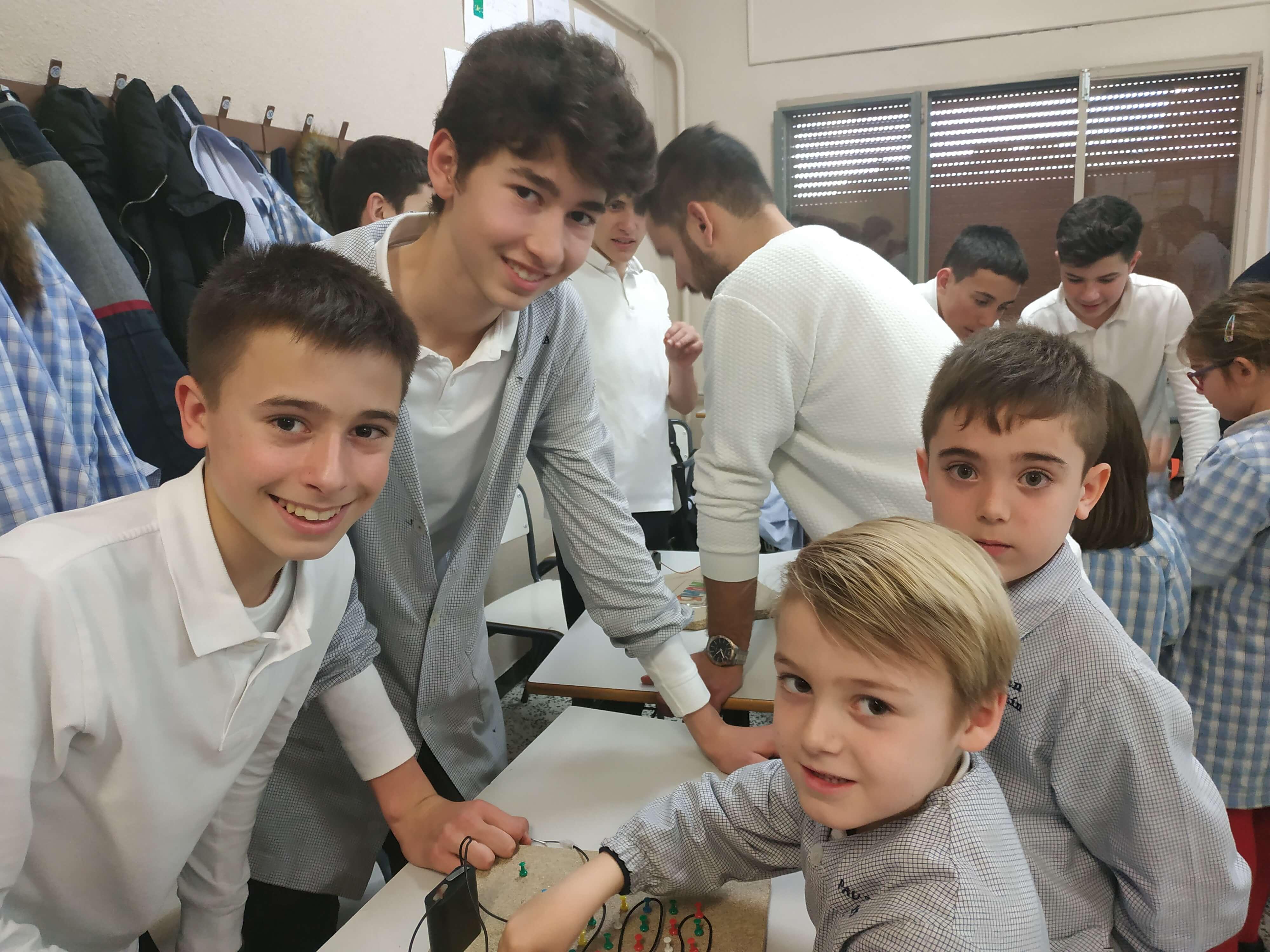 Jocs Elèctrics - 2n ESO i 2n EP - 2