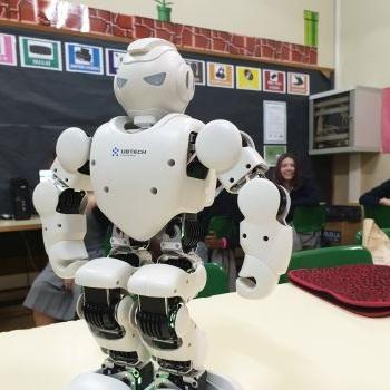 Mar brought to class her shining robot - 6è EP.