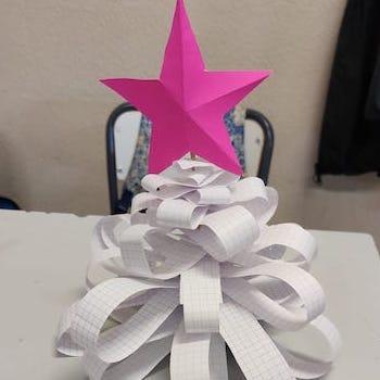 Arbres de Nadal amb material reciclat – 2n ESO.